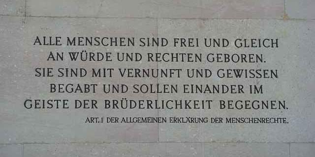 Inschrift Parlament Wien oberer Eingang